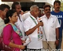 Mangalore: J R Lobo campaigns for Assembly Election in Ashraya Housing Colony