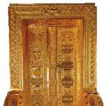Vijay Mallya, �King of good times� offers a gold-plated door and vows to offer another