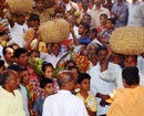 Catholic Friends of Vittal Parish present Head-load Offerings to Panchalingeshwar Temple