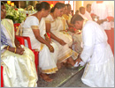 Udupi/M�Belle: Maundy Thursday observed with washing of feet of both men and women