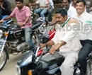 Hassan: JDS Concludes Poll Campaign with Mega Two-Wheeler Rally