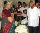 Mangalore: MLA J R Lobo Listens to Grievances of Veg Merchants