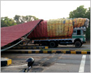 Beedi leaves laden lorry brings down roofing of Surathkal toll plaza