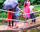Broken bridge, the daily route for these children