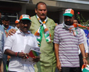 Cong activists led by veteran Ivan D'Souza hold road-show for their candidate Mithun Rai