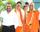Mumbai: Swami Gurudevanand of Odiyoor mutt arrives on metro tour